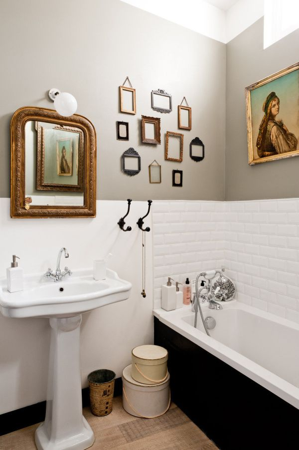 Bathroom Décor With Framed Wall Art