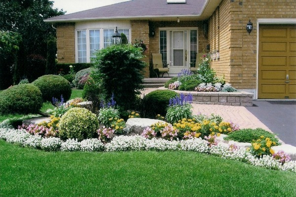 5 easy ways to add curb appeal in time for spring for Aggiunta di garage ranch rialzato