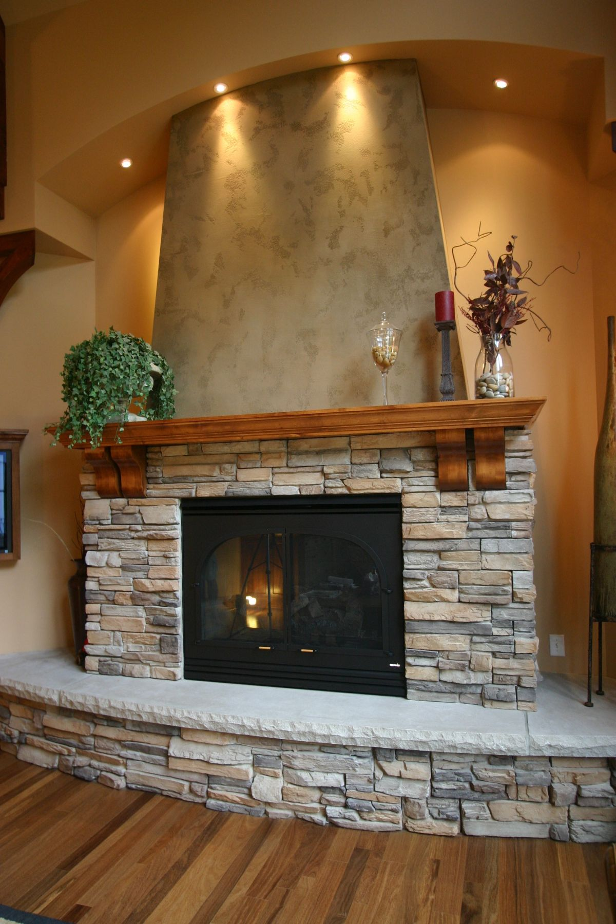 34 beautiful stone fireplaces that rock rh homedit com pictures of stone fireplaces with wood mantels pictures of stone fireplaces painted white