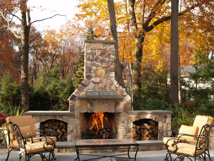 34 beautiful stone fireplaces that rock for Outside fireplace plans