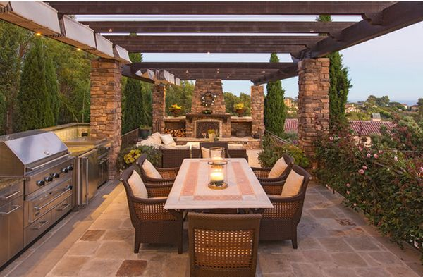 Outdoor kitchen designs featuring pizza ovens fireplaces for Outdoor kitchen pergola ideas