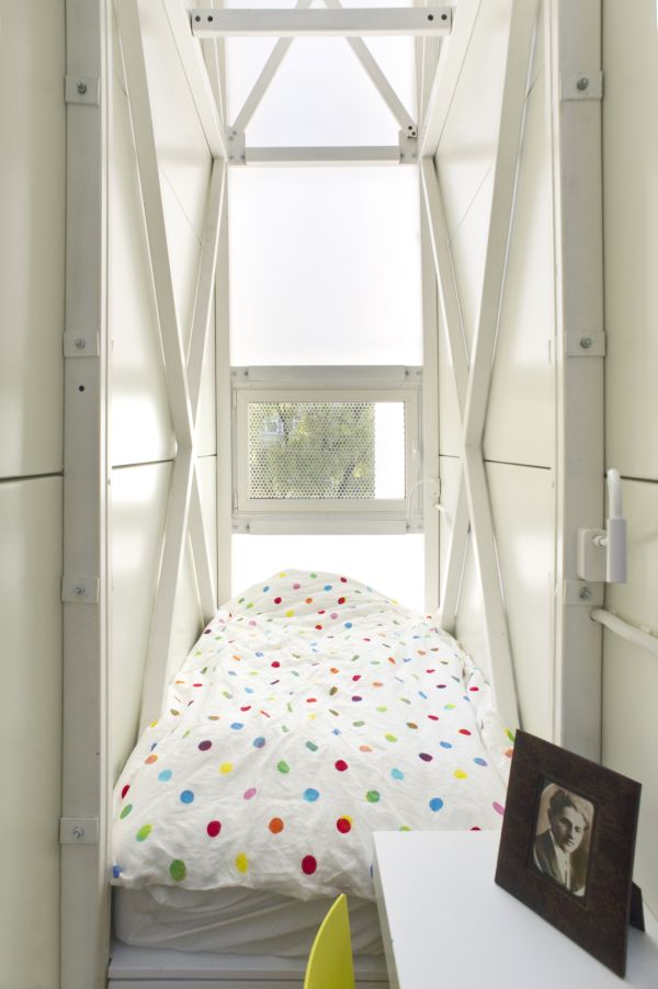 Smallest House In The World 2013 Inside 20 of the world's narrowest houses – comfort in a tiny space