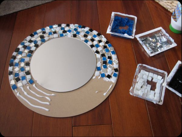 Diy mosaic projects with which you can change your homes dcor another mosaic mirror project solutioingenieria Gallery