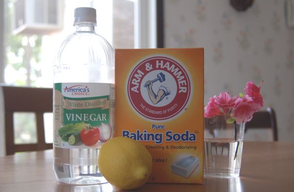 Killer Homemade Cleaners Made From Vinegar, Baking Soda And