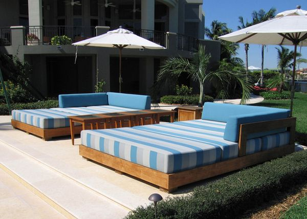 Outdoor daybeds let you enjoy summer in comfort and style for Outdoor pool daybeds