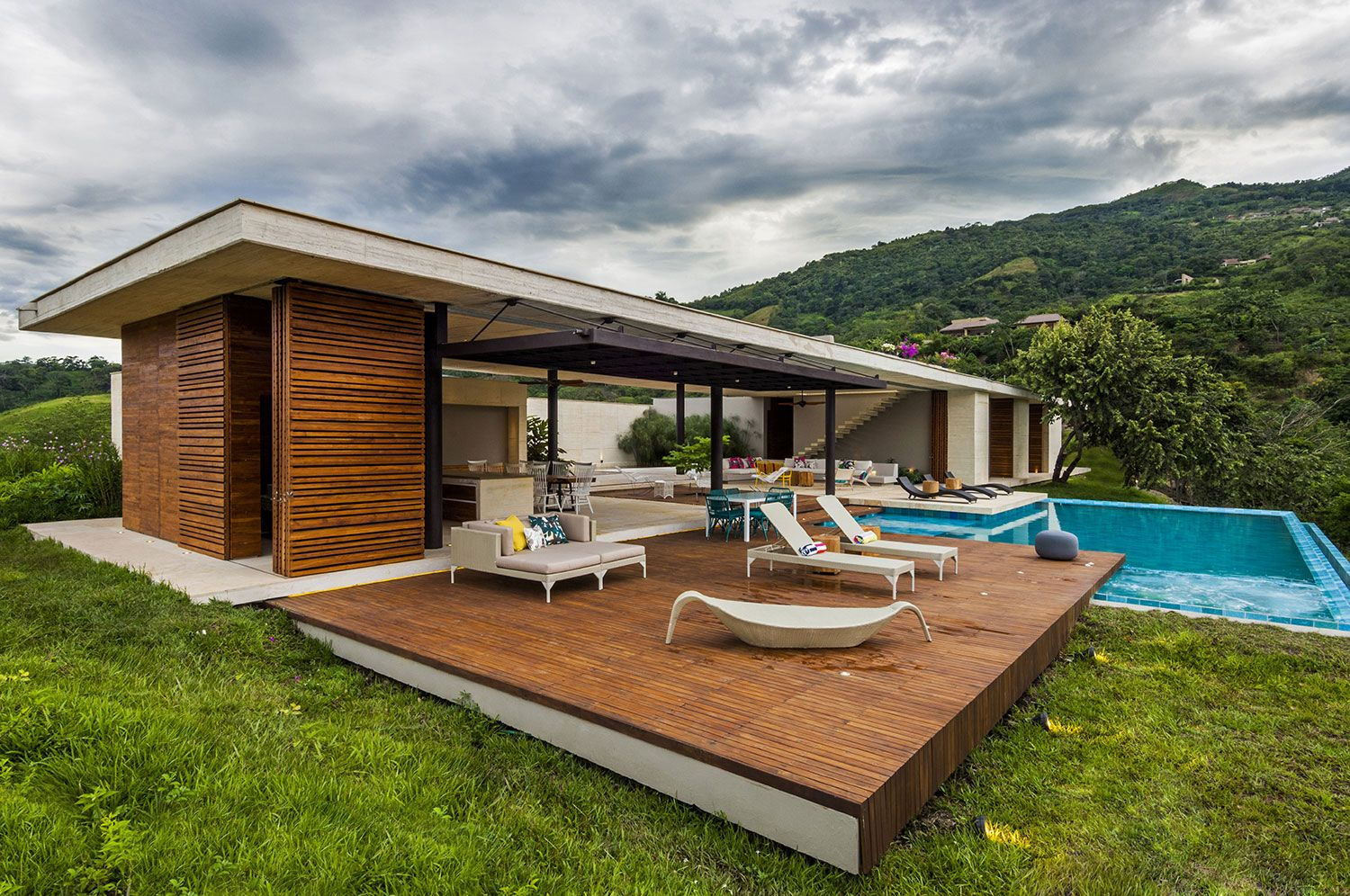 Merveilleux Modern Country Home In Colombia Adorns The Landscape With Its Refreshing  Design