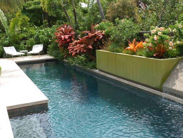 10 ways to upgrade your poolside area this summer for Flowers around swimming pool