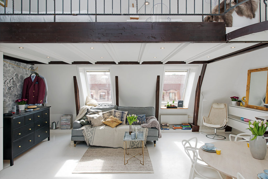 Small But Bright Upper Floor Loft With