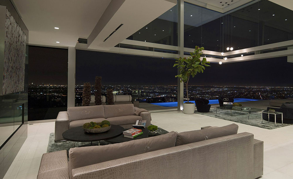 Exquisite Hollywood Mansion Captures The Picturesque Views
