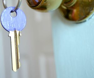 Nail Polish-Dipped House Keys: An Easy DIY