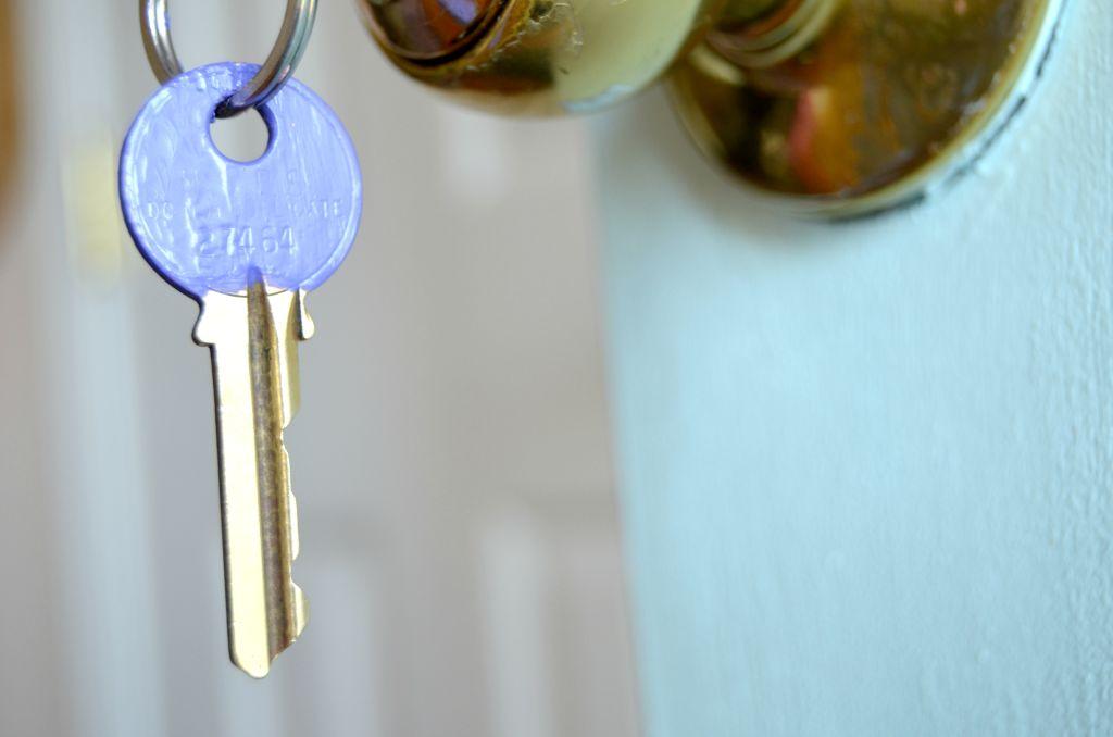 Nail Polish-Dipped House Keys: An Easy DIY