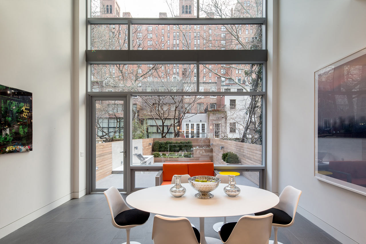 Grandeur and drama combined in a new york city modern for Modern home decor nyc