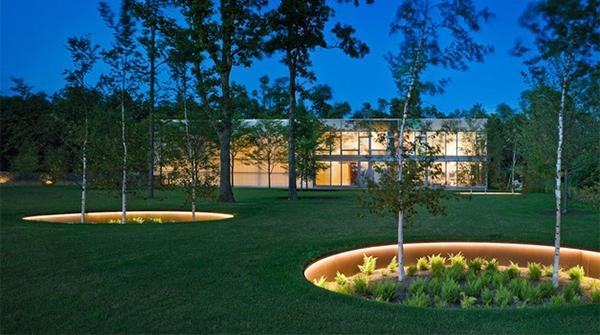 contemporary garden design ideas photos - For The Traditional Look – Modern Front Yard