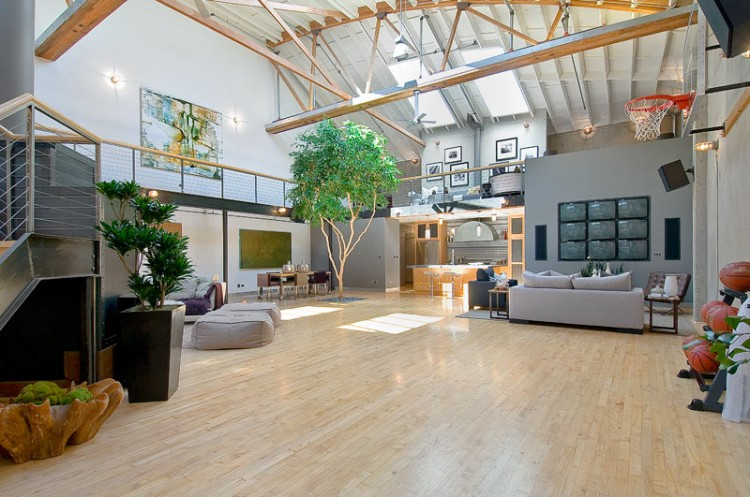 The pros and cons of living in a loft Pros and cons of living in an apartment