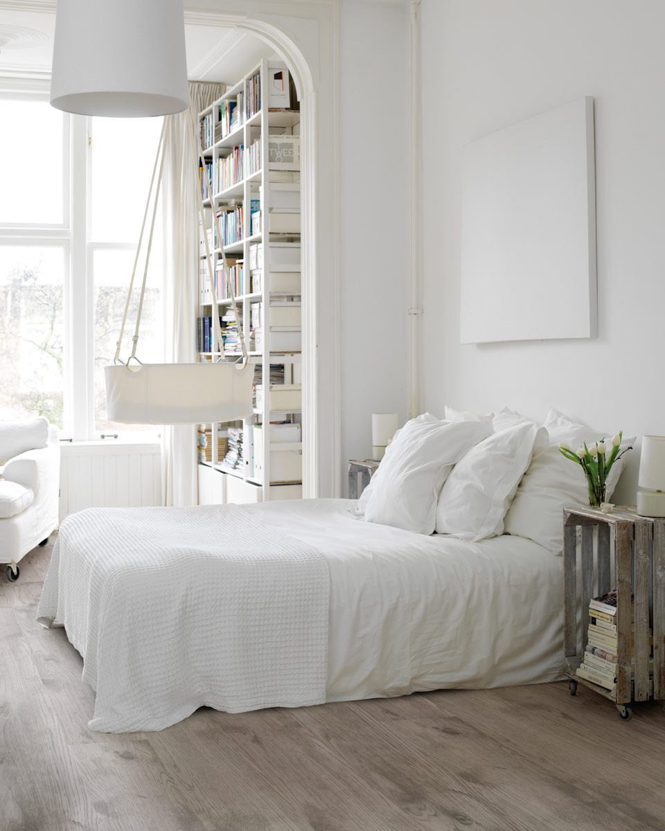 Dipped in Snow: Monochromatic Rooms
