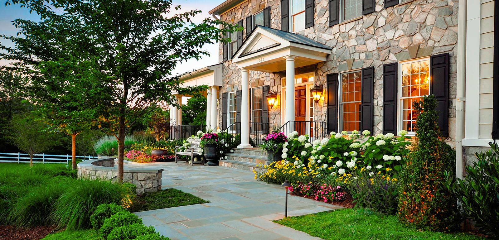 Spruce up the yard with flower beds. & Forget The Traditional Look \u2013 Modern Front Yard Landscaping Ideas