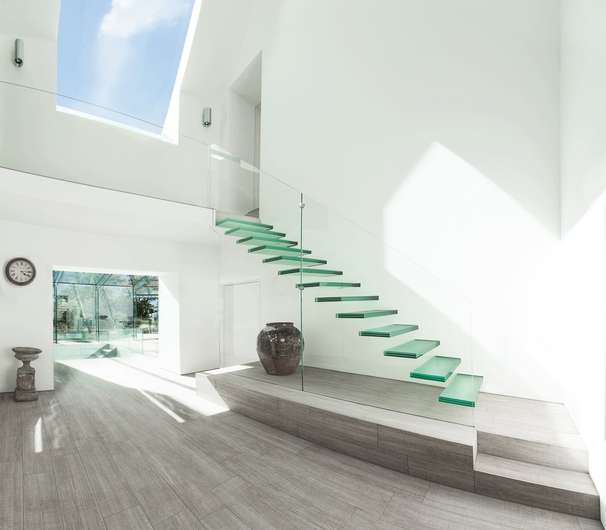 Attractive 20 Glass Staircase Wall Designs With A Graceful Impact On The Overall Decor