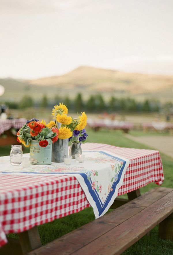 BBQ Style Table amp Party Decor Ideas