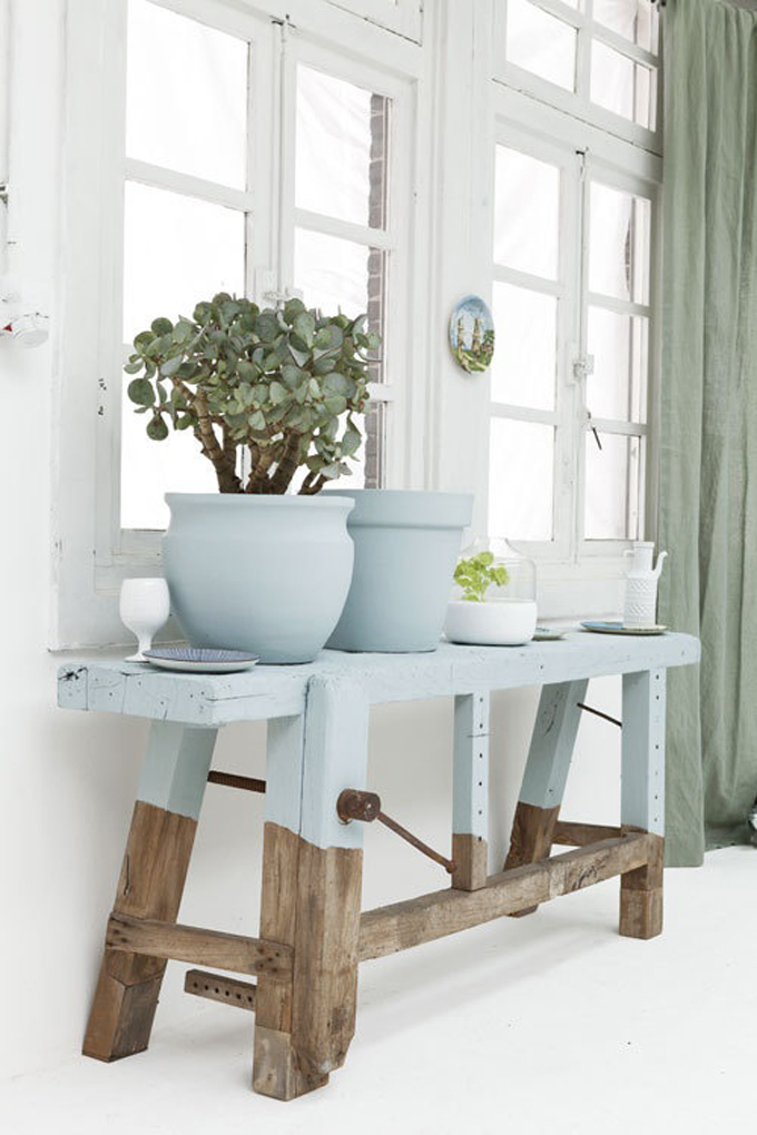 A grown up take on decorating with pastels for Woondecoratie vensterbank