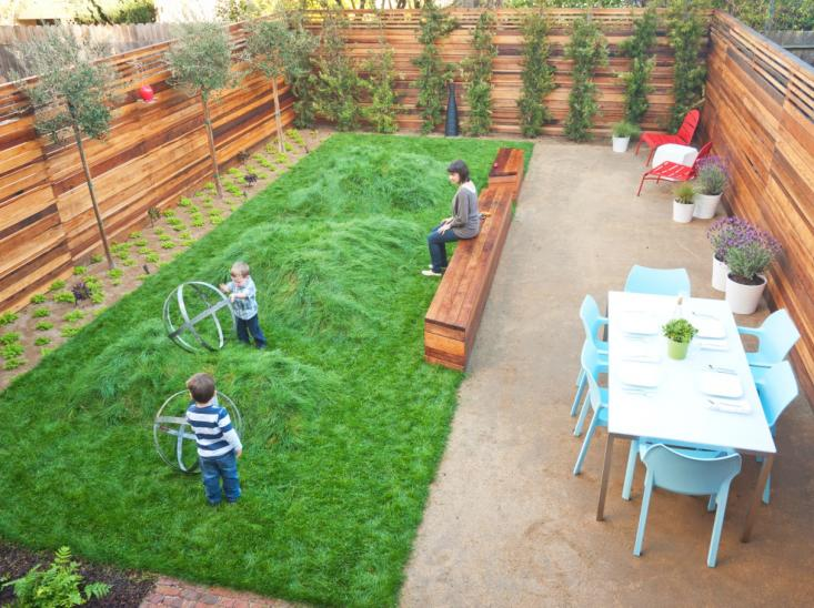 20 aesthetic and family friendly backyard ideas for Child friendly garden designs