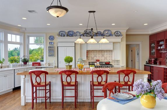 https://cdn.homedit.com/wp-content/uploads/2014/07/country-white-kitchen-plates-on-wall-and-red-chairs.jpg