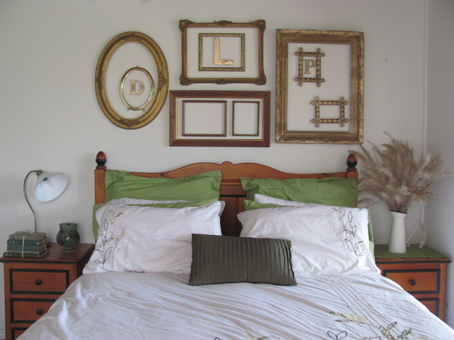 Simplicity and beyond how you can use empty frames as for Decoration above bed