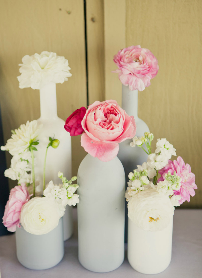 Empty glass bottles fill in as gorgeous wedding centerpieces for Quick and inexpensive wedding decorations
