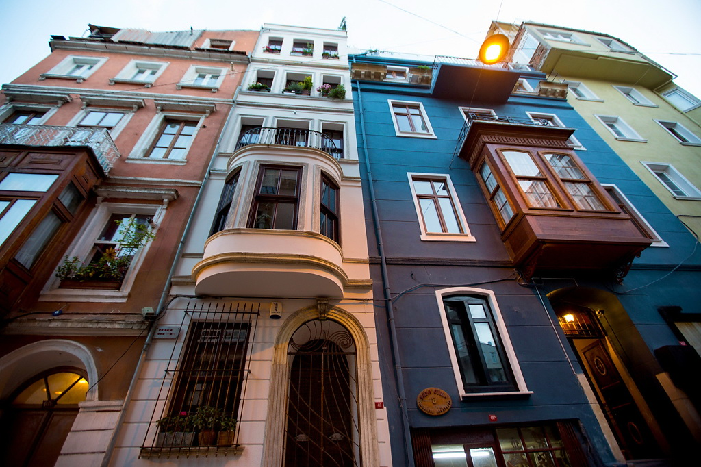 charming duplex in istanbul pays homage to history in a glamorous way
