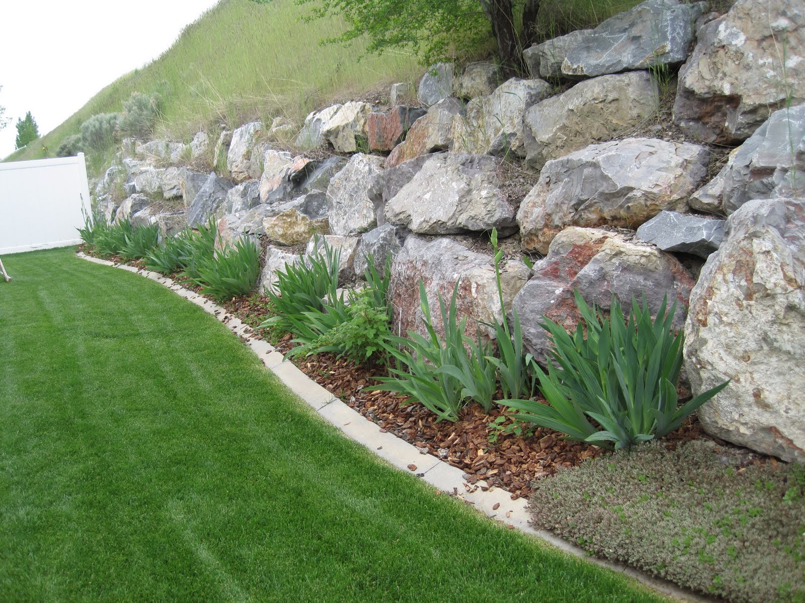 20 rock garden ideas that will put your backyard on the map for Landscaping large gardens