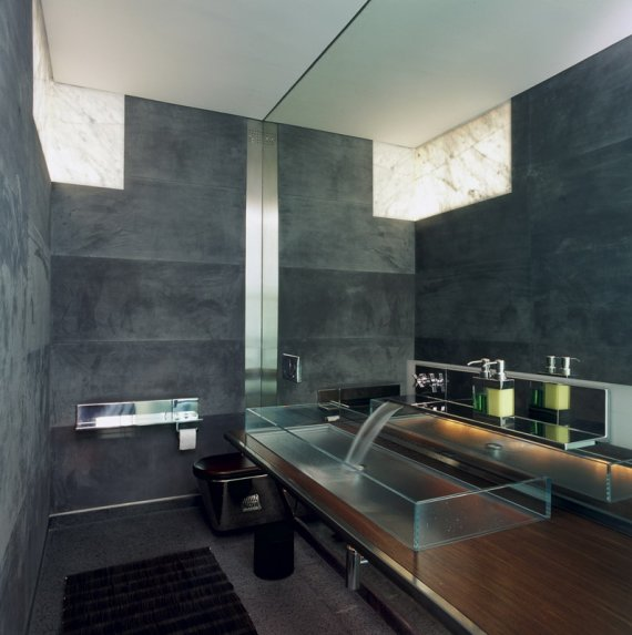 15 fragrant contemporary bathrooms that celebrate the style for Cool modern bathrooms