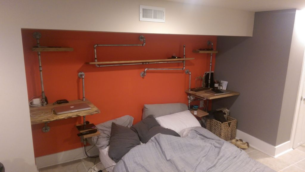 Diy Bedroom Furniture Using Reclaimed Wood And Plumbing Pipes