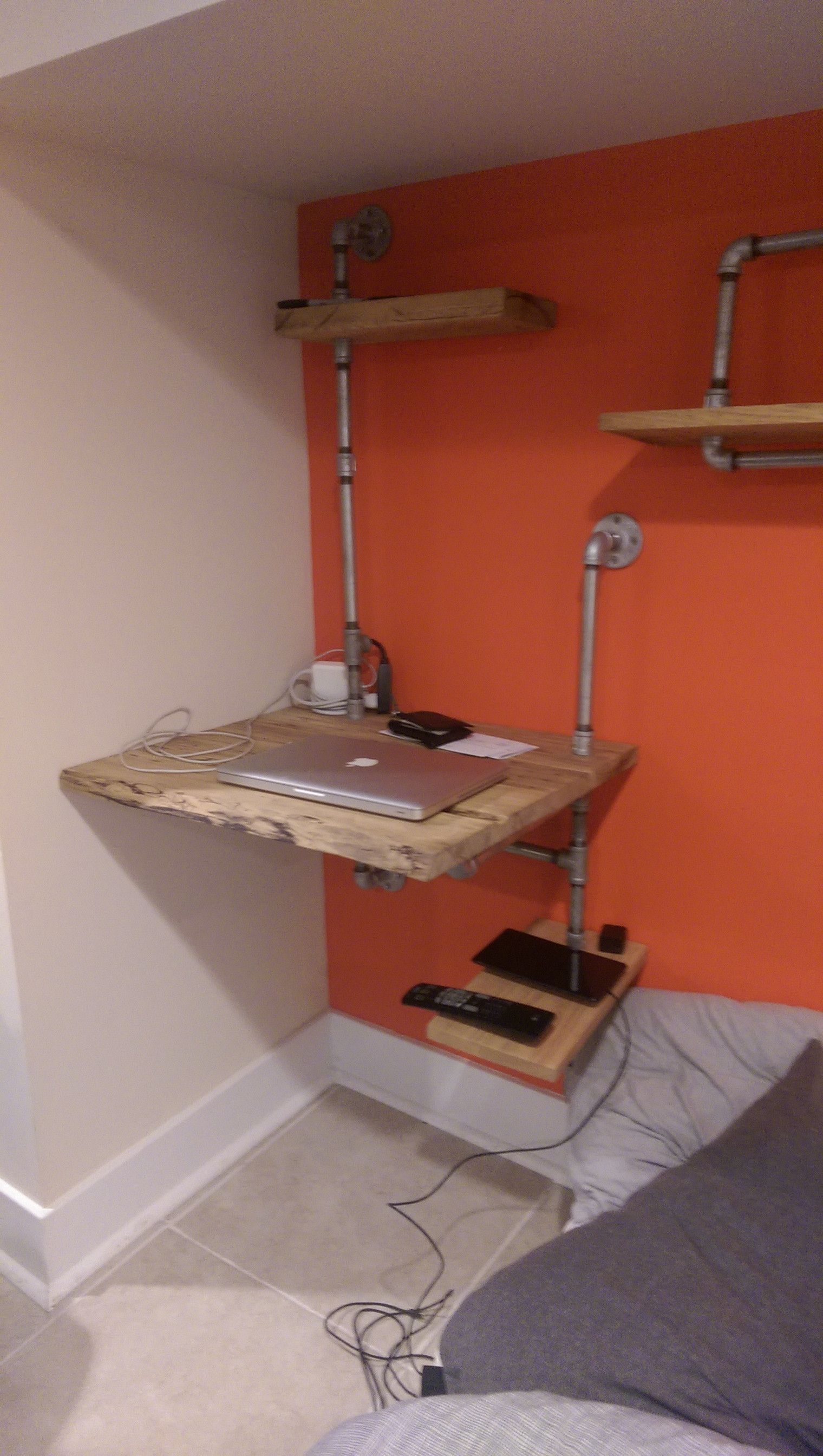Diy Bedroom Furniture Using Reclaimed Wood And Plumbing Pipes