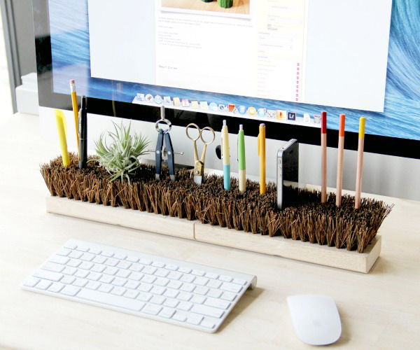 Cool desk accessories that bring fun into the office for Best office desk decoration