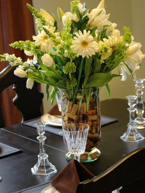 Exquisite dining room table centerpieces for a complete for Dining table floral centerpiece ideas