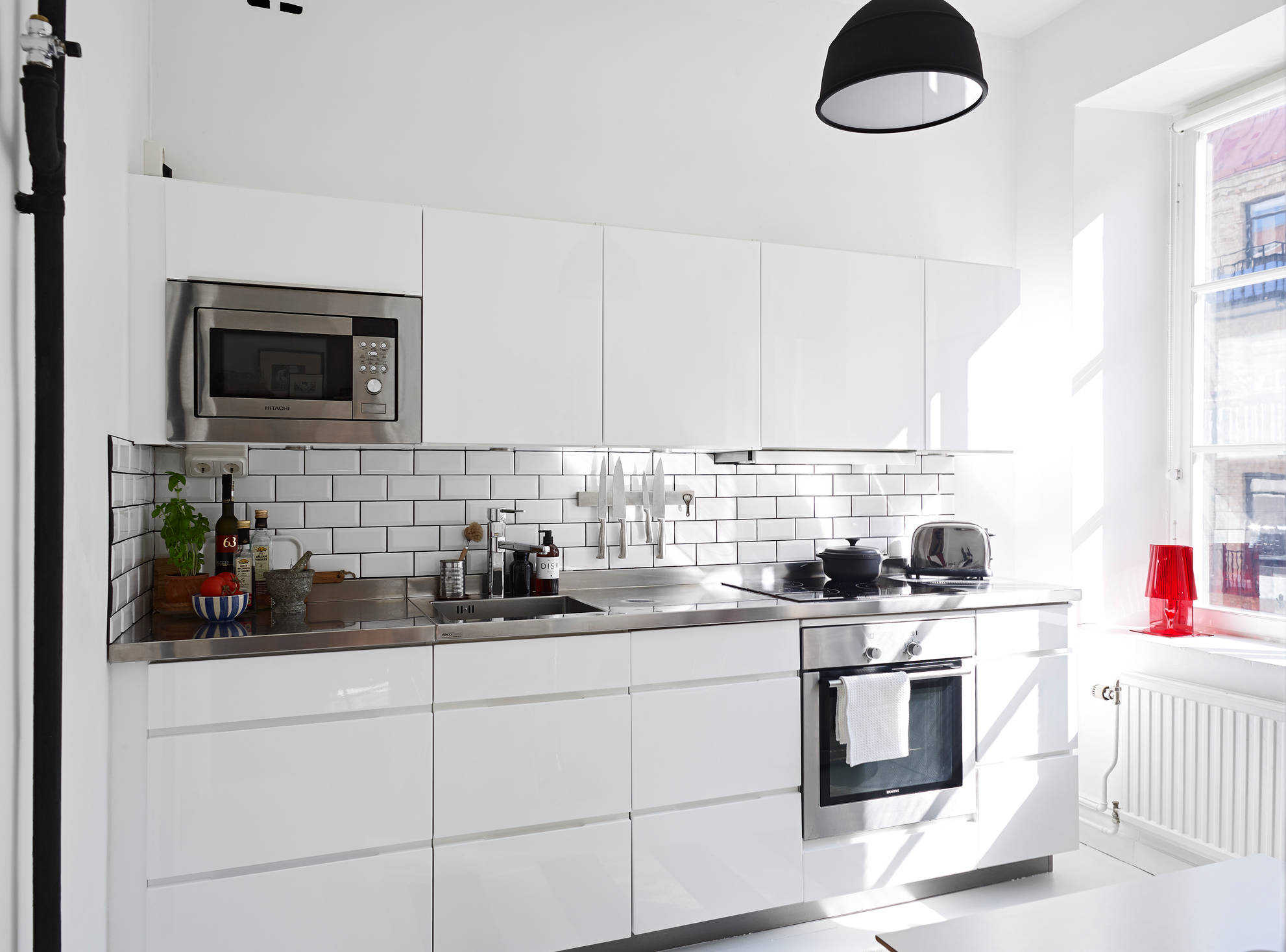 Kitchen subway tiles are back in style 50 inspiring designs dailygadgetfo Choice Image