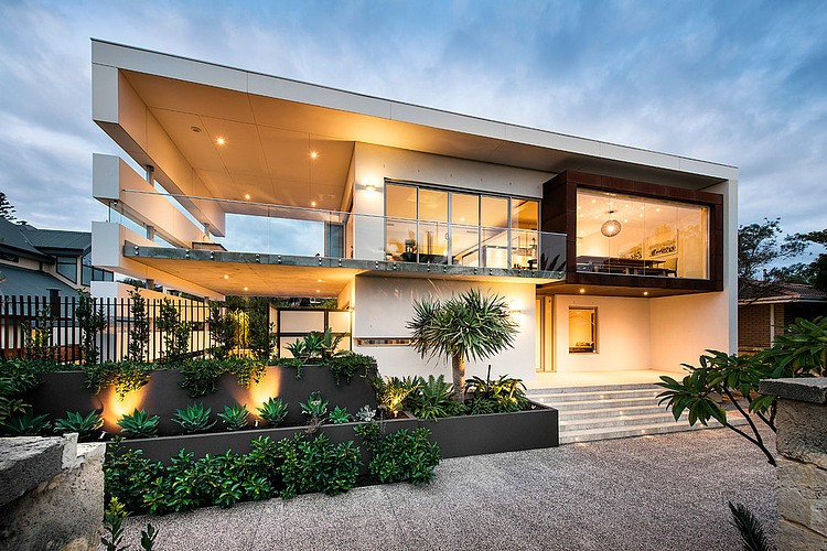 Modern rectangular house impresses with a splendid for Beach style house exterior