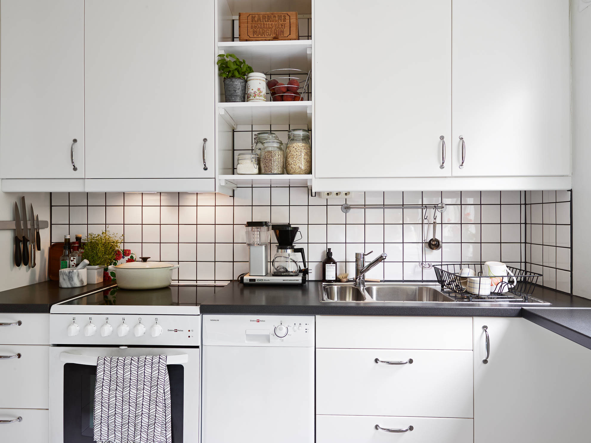 Tiled Kitchen Ideas Part - 37: Place The Tiles In A Straight Set To Emphasize Their Geometry ...