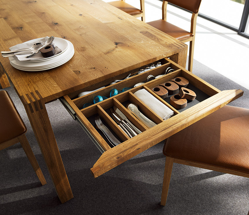 Expandable dining tables the secret to making guests for Wood dining table decor