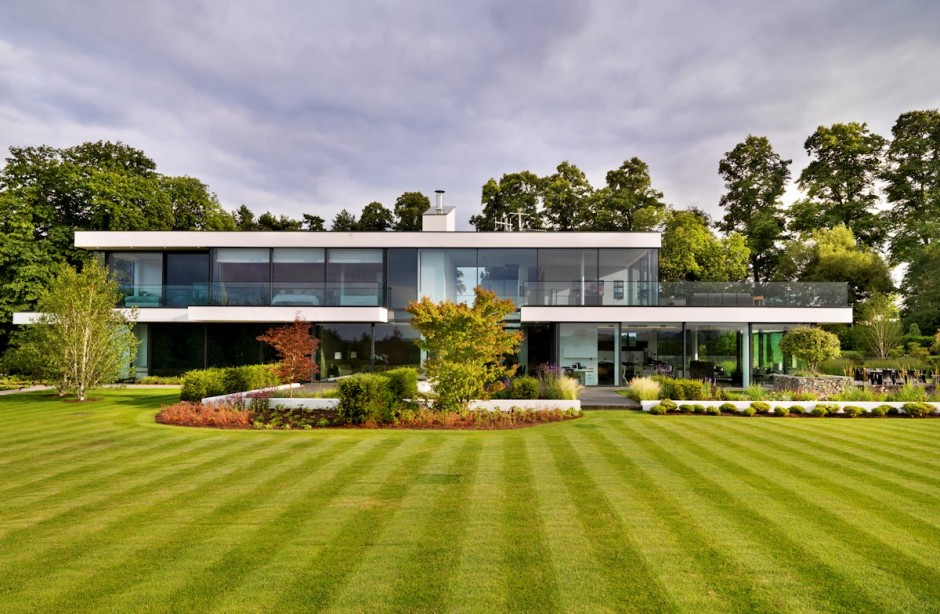 Contemporary House In England Built Around An Enclosed