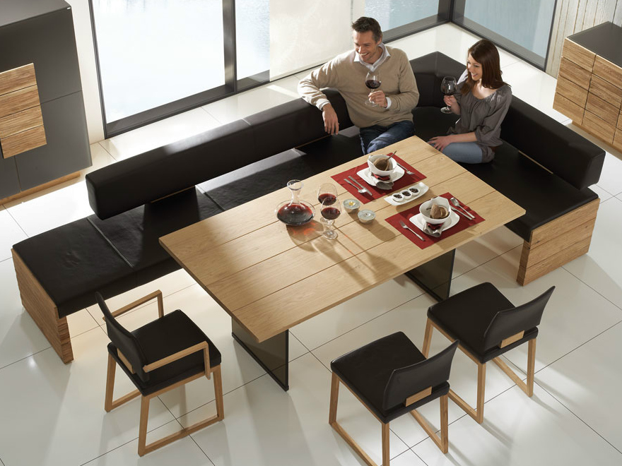 expandable dining tables the secret to making guests feel welcome. Black Bedroom Furniture Sets. Home Design Ideas
