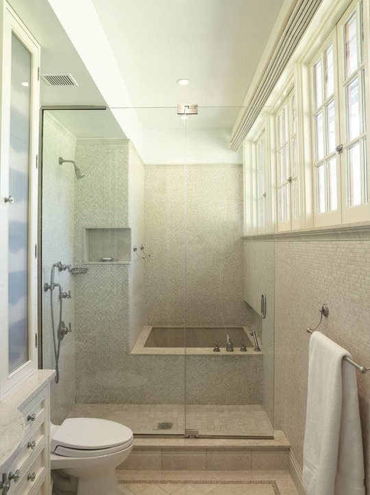 How you can make the tub shower combo work for your bathroom for Amenagement petite salle de bain avec baignoire