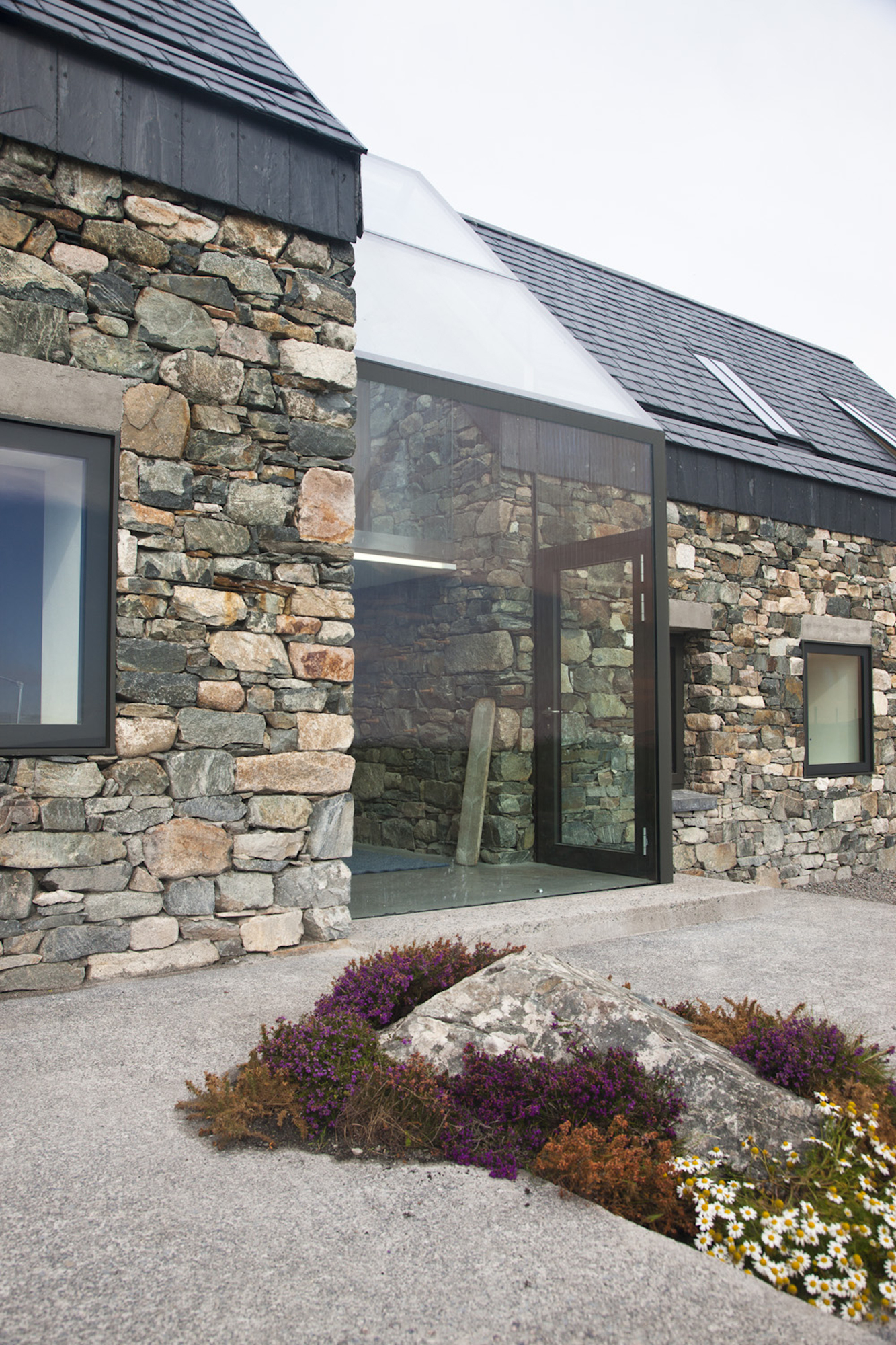35 cool building facades featuring unconventional design for Stone built homes
