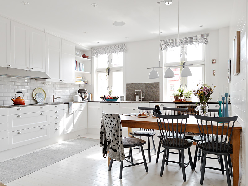 Kitchen subway tiles are back in style 50 inspiring designs for White cabinets white floor