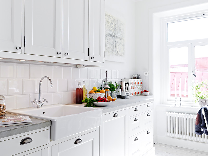 : kitchen-with-subway-tile - designwebi.com