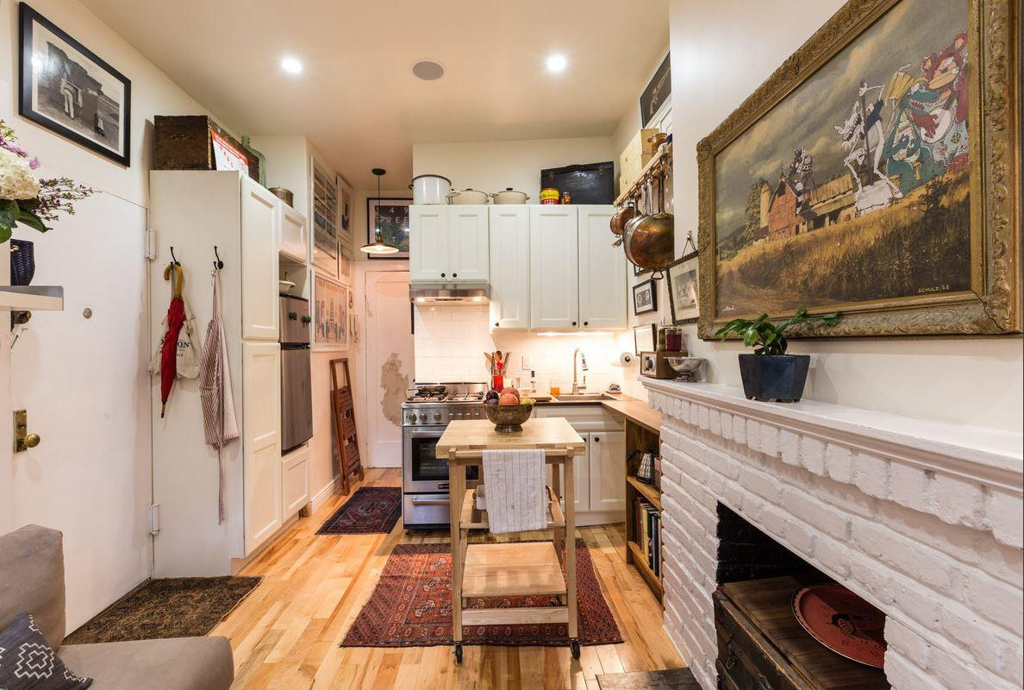 Couple turns a 22 sqm new york apartment into a cozy home for Smallest apartment in nyc