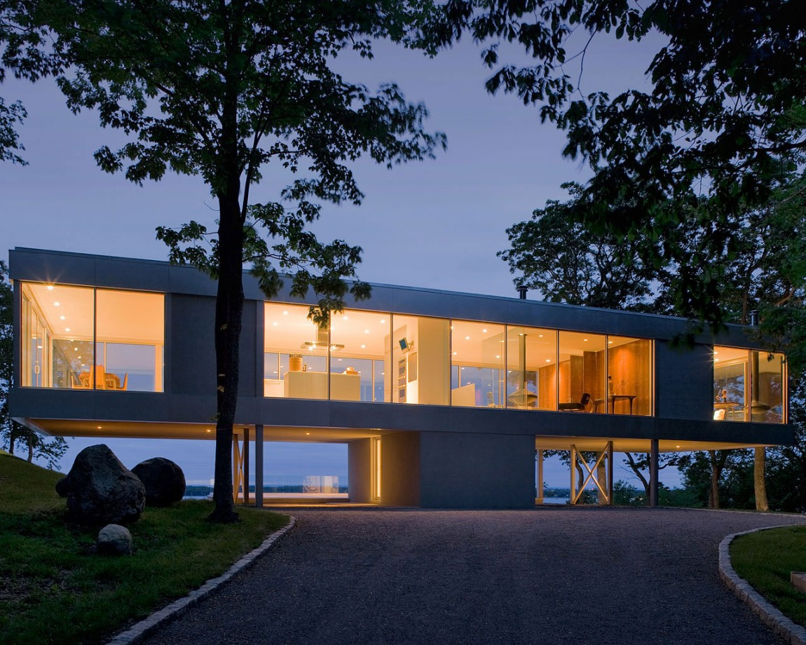 Panoramic Views Surround This Cantilevered House From All