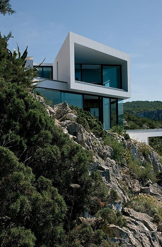 cool houses clinging to cliffs to take in all the beauty. Black Bedroom Furniture Sets. Home Design Ideas
