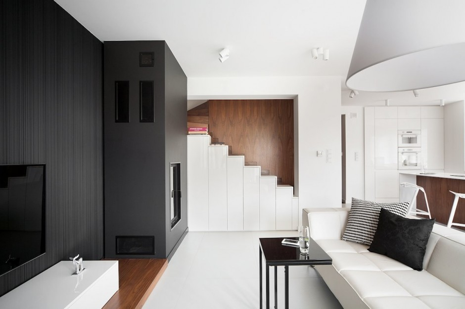 Minimalist House Defined By Simple Contrasts
