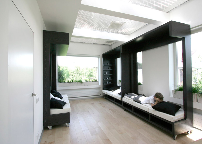 A flexible design transforms a studio into a work and - Transforming a studio apartment three ingenious solutions ...