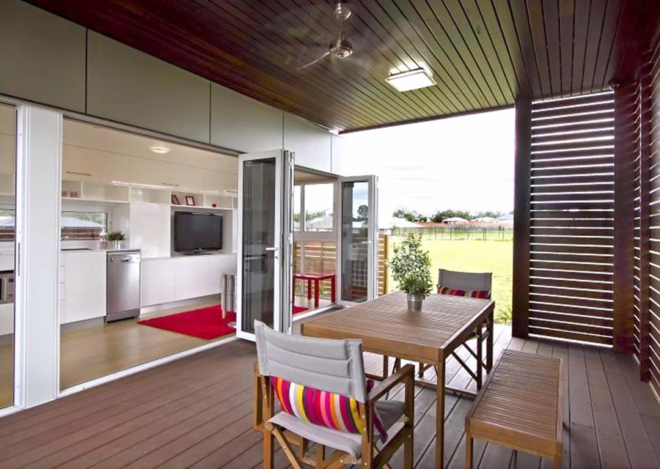 modular shipping container home offers the perfect floor plan. Black Bedroom Furniture Sets. Home Design Ideas